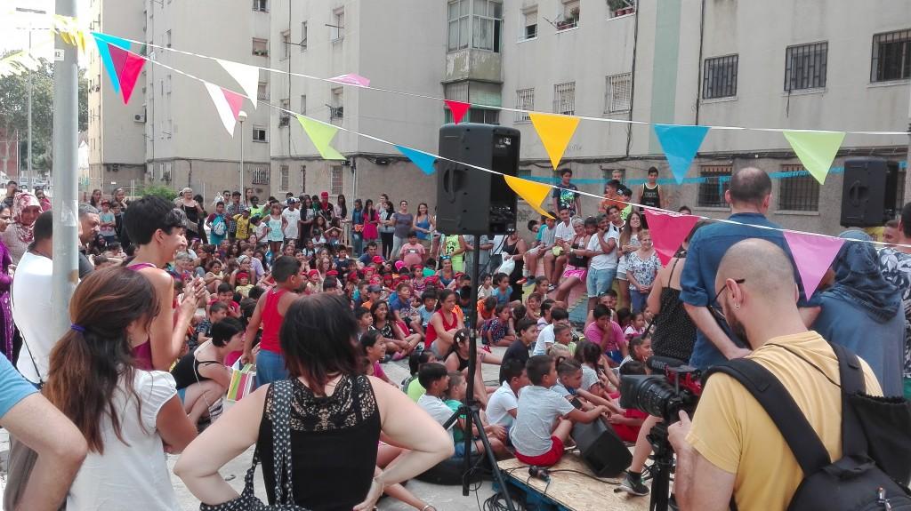 Escola d'Estiu 'A la plaça!'